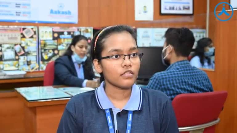 Akanksha Singh has bagged AIR 2 in NEET 2020. (Image source: Facebook/@aakasheducation)