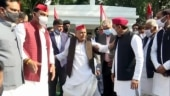 Akhilesh patches up rift in Samajwadi first family