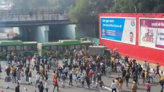 Tear gas, lathicharge, clashes: Farmers