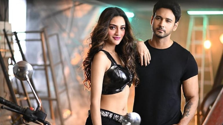 TMC MP Nusrat Jahan visits temple with Yash Dasgupta in viral video. He  reacts - Movies News