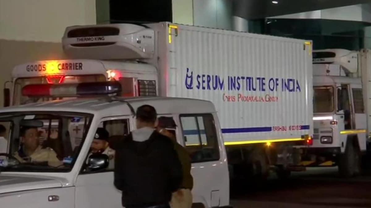 Precious cargo! 3 trucks carrying Covishield vaccine leave Pune's Serum Institute, hours after govt seals deal - Coronavirus Outbreak News