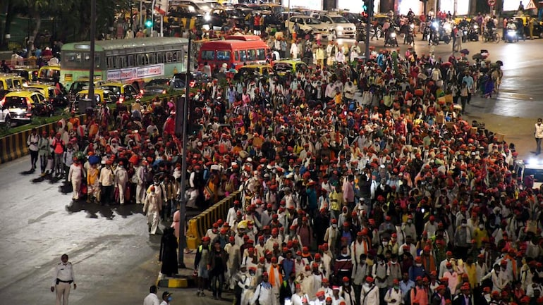 Farmers from across Maharashtra arrive in Mumbai on Sunday to to join the sit-in protest against farm laws at Azad Maidan