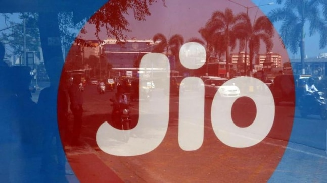4 arrested for selling wheat flour using Jio trademark in Gujarat