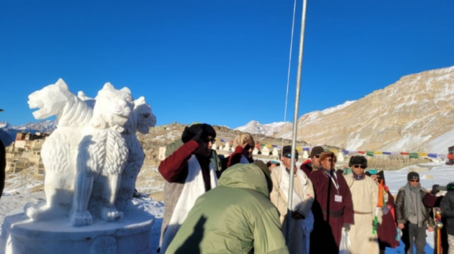 Snow-sculptured National Emblem and tricolour at 15,000 ft height: That