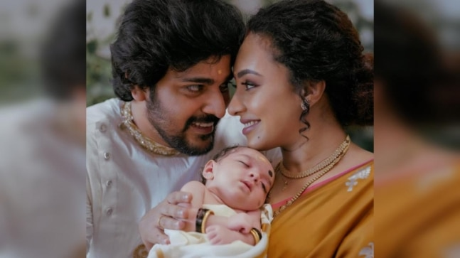 New mom Pearle Maaney has a midnight conversation with daughter Nila. Watch