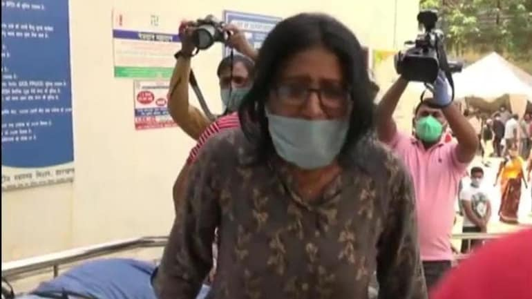Covid patient dies at gate of Ranchi hospital, wailing daughter blames health minister