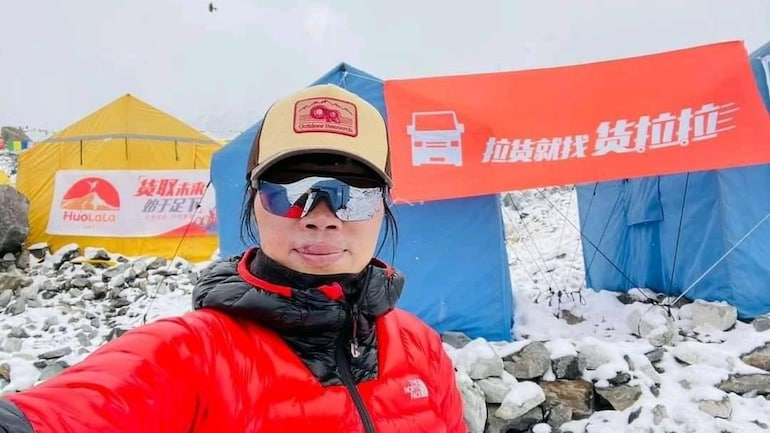 Hong Kong Woman Breaks Record For Fastest Ascent Of Everest, Official Says  - World News