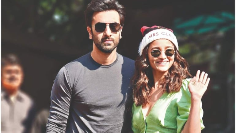 Alia Bhatt's fans spot Ranbir Kapoor in old live session video. Now viral - Movies News