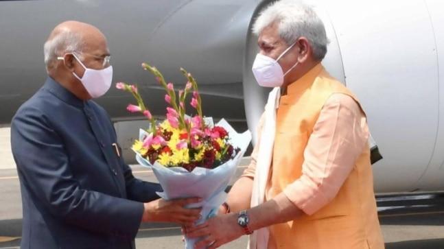 President Ram Nath Kovind arrives in Srinagar, J&K LG Manoj Sinha receives him