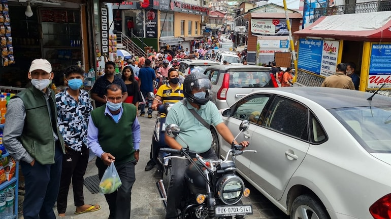 National Highways in Himachal choked, hotels fully booked as tourists throng hill stations - India News