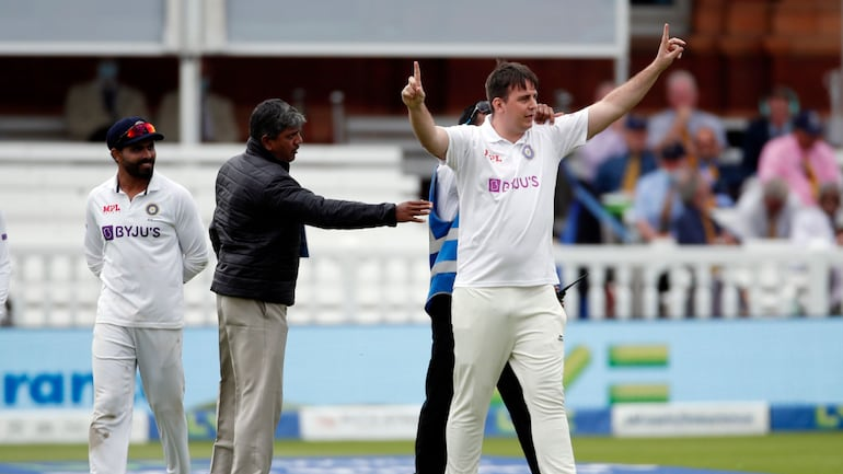 2nd Test: Pitch invader 'Jarvo 69' wearing Indian Test jersey walks  casually at Lords, raises security concern - Sports News