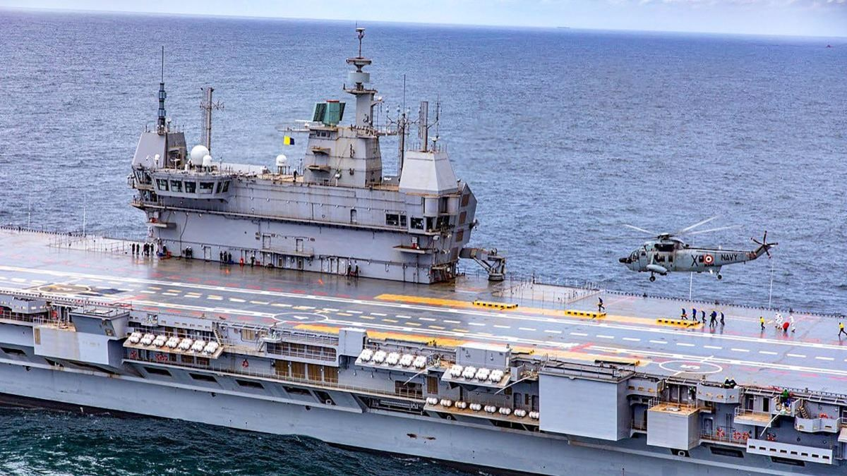Sea King heli landing on INS Vikrant during Phase-I trial