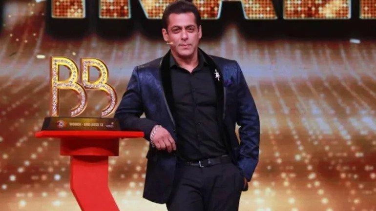 Bigg Boss 15 premiere LIVE UPDATES: Ranveer Singh joins Salman Khan, sings 'Do mastaane chale..'