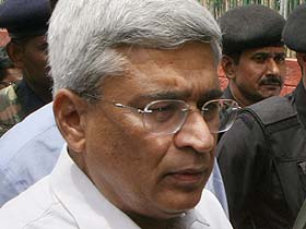 Won't support Cong-led govt: Karat