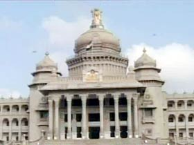 HC split over Karnataka MLAs' issue