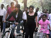 SRK goes cycling with daughter Suhana on Mumbai roads