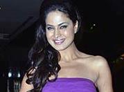 Veena Malik goes nude, mocks ISI