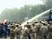 IAC activists, Delhi Police clash outside Haryana CM Hooda's house