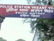 Student gang-raped in moving bus in Delhi battles for her life