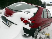 Heavy snow fall lashes Europe, makes travelling difficult