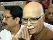 Advani camp firm on challenging Gadkari