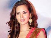 V-Day Special: Good occasion for Indian men to express love, says Esha Gupta
