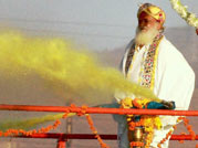 Asaram Bapu wastes water in pre-Holi celebrations while Maharashtra reels under drought