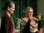 Congress split over decision to back AAP in Delhi