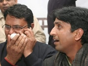 Eggs thrown at AAP leader Kumar Vishwas in Lucknow