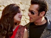 Salman Khan romances Daisy Shah in the song Tere Naina from Jai Ho