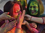 Indian political leaders take part in Holi celebrations