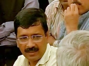 Mumbai police files FIR against Kejriwal and others for overcrowding at airport