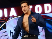 India Today Conclave: Salman Khan shows abs to raise funds for toilet