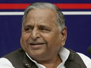 Mulayam visits Muzaffarnagar after seven months, reaches out to Muslims