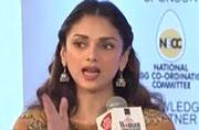 Aditi Rao Hydari claims to be a performing monkey
