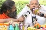 When Ramdev applied Patanjli cream on Lalu's cheeks