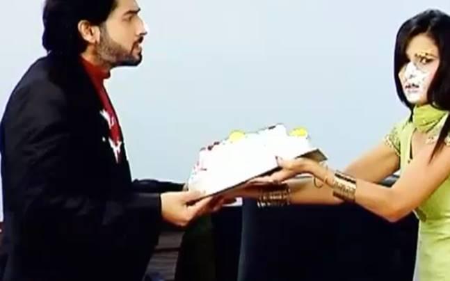 Kasam Tere Pyaar Ki: Rishi, Tanuja fight over cake