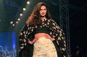 Watch: Athiya Shetty thinks she should win an award for applying mascara