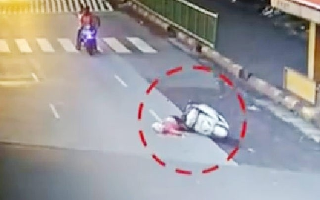 Mumbai: Woman falls from scooty, dies after being run over by crane