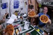 Astronauts Make Out-Of-This-World Pizza on the ISS