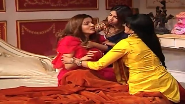 Shakti Astitva Ke Ehsaas Ki: Saumya is devastated after panchayat takes  away her baby