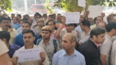 Police protest outside Delhi HQ over attack by lawyers