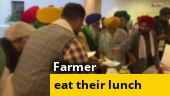 Farmer unions reject hospitality by Centre, eat their own lunch at meet