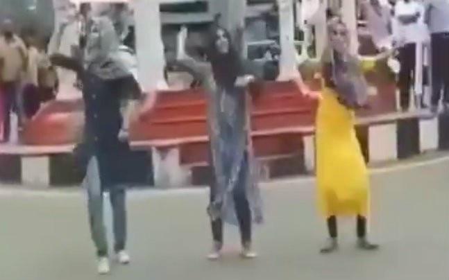 Kerala: Muslim fundamentalists troll Muslim girls who danced for