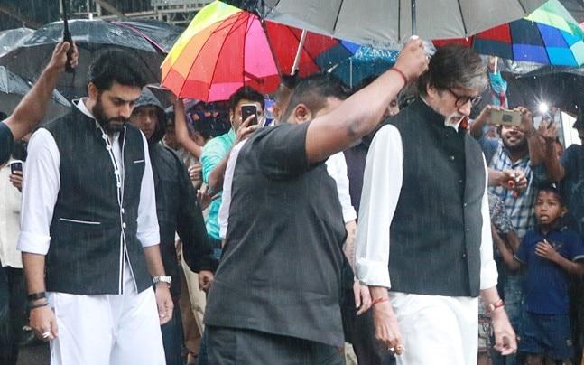 Shashi Kapoor breathed his last on Monday evening at Kokilaben Hospital in Mumbai. His last rites will take place at Santacruz crematorium.