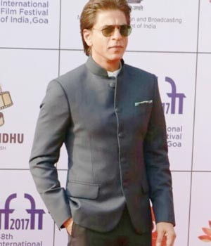 If Shah Rukh Khan was spotted at the opening ceremony of IFFI 2017 in Goa, Akshay Kumar and wife Twinkle Khanna returned hand-in-hand from New York.