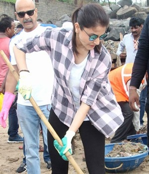 Ranbir Kapoor and Alia Bhatt were in a festive mood as they were clicked at a Durga puja pandal, while Anushka Sharma lent her support to the Swachh Bharat Abhiyan by cleaning the Versova beach.