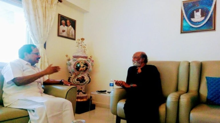 Rajinikanth in conversation with Tamilaruvi Maniyan.