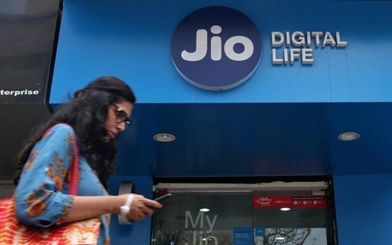 Reliance Jio Rs 2,599 Triple Cashback Offer: Everything you need to know in 10 points