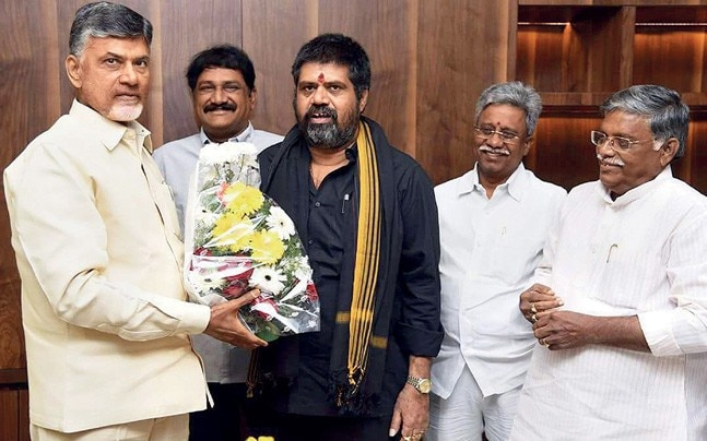 Naidu with Kapu leaders after passing the Kapu Reservation Bill, Dec. 3